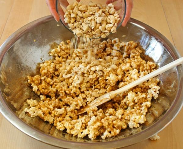 cashew-caramel-popcorn-recipe-11.jpg