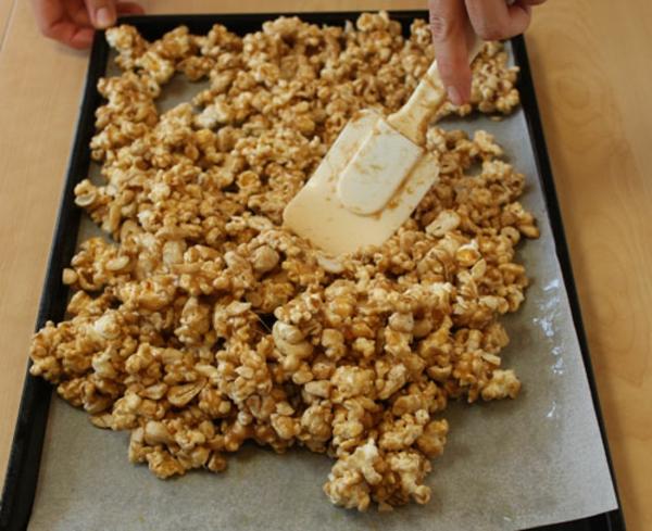 cashew-caramel-popcorn-recipe-12.jpg