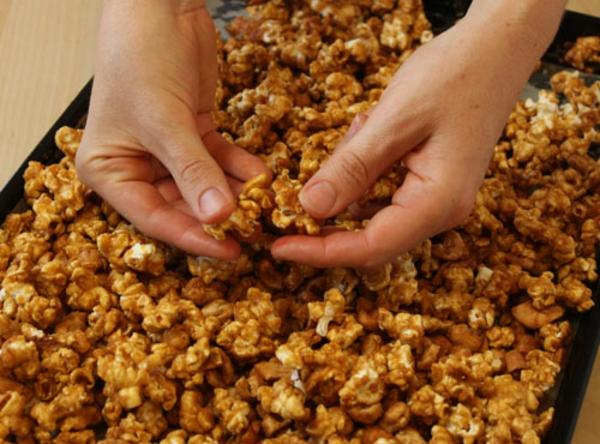 cashew-caramel-popcorn-recipe-14.jpg
