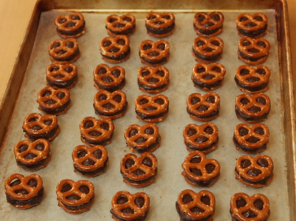 fudge-stuffed-pretzels-7.jpg