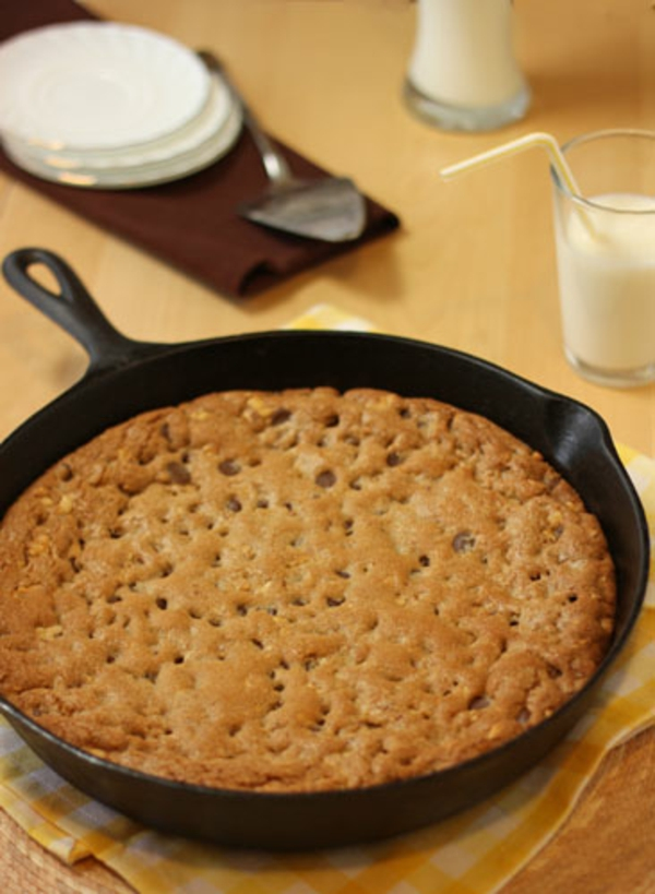 Giant Chocolate Chip Cookie Baked in a Skillet – Recipe