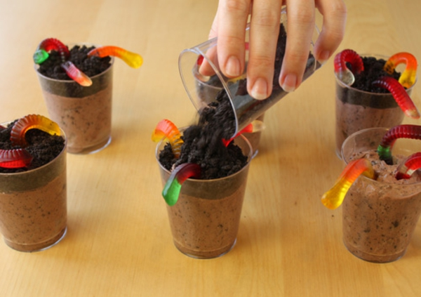 worms-in-dirt-pudding-cups-recipe-10.jpg