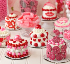 Easy Valentine's Day Mini Cakes