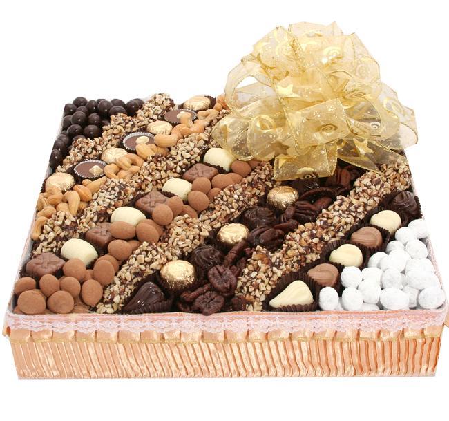 Square Chocolate And Nuts1 مدل جدید تزیین آجیل سفره شب یلدا